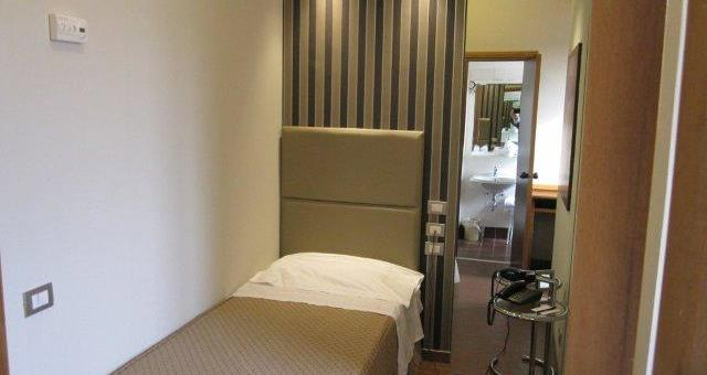 Comfortable single room inside, LCD TV, wi-fi, air conditioning, Mini Bar